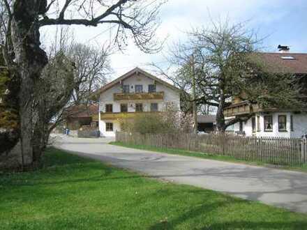 Helle, gemütliche 4 Zimmerwohnung mit Terrasse und Gärtchen in Egling