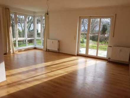 Sonnige, helle, moderne 2-Zimmer-Wohnung mit Terrasse in Bad Homburg