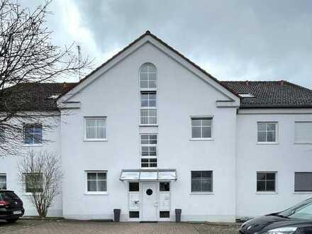 Ruhige, modernisierte 2-Zimmer-Wohnung mit Balkon und EBK in Horgau