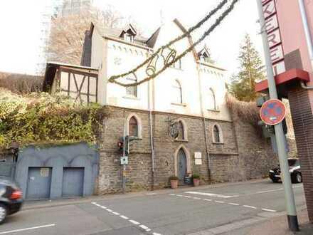 Historisches Einfamilienhaus mit Weinstube und gastronomisch genutzten Gartenflächen in Bad Camberg!