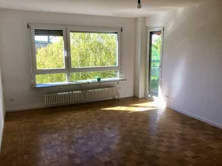 neu renovierte 4,5-Zi-Whg mit Balkon und Einbauküche in S-Rot