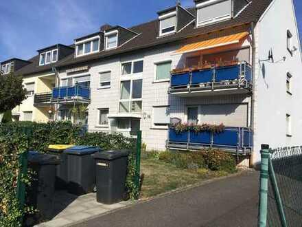Ansprechende, vollständig neu renovierte 3-Zimmer-DG-Wohnung in Lind, Köln