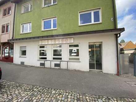 Helle und geräumige Laden-/Büroräume in beliebter Lage in Freiburg Herdern !