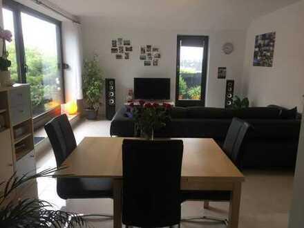 Helle, geräumige zwei Zimmer Penthaus-Wohnung in Augsburg, Universitätsviertel