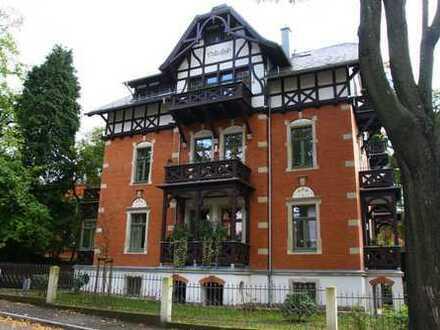 Sonnige 2-Zimmer-Dachgeschoss-Wohnung mit Balkon in bester und ruhiger Lage auf dem Weißen Hirsch