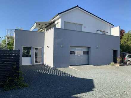 Griesheim. Neuwertige und helle Halle mit kleinem Büro :-)
