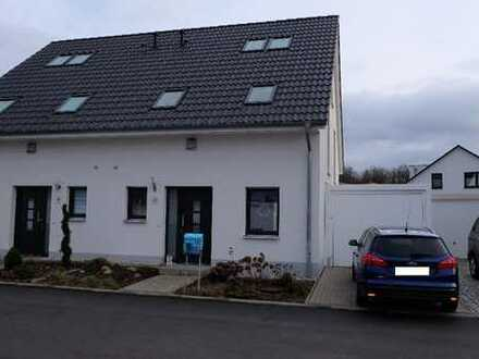Schöne Doppelhaushälfte in ruhiger Lage inkl. Garage und Stellplatz