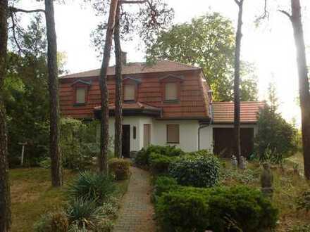villenartiges Einfamilienhaus mit großzügigem Grundstück