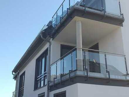 NEUBAU ERSTBEZUG/ 90 m² WOHNFLÄCHE/ GROßER ECKBALKON/ TG.- PLATZ/ 335.000 €
