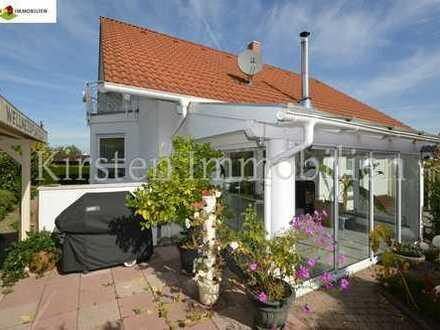 Bj. 96! Ruhiges und gepflegtes Wohnen mit Wintergarten, schönem Garten und sep. Einliegerwohnung!