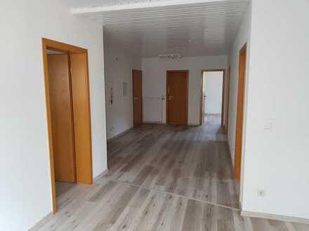 Günstige, vollständig renovierte 4-Zimmer-Wohnung mit Balkon in Kaiserslautern-Erzhütten