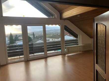 Schöne, geräumige drei Zimmer Dachgeschosswohnung in Kronberg im Taunus