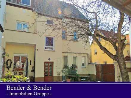 *RESERVIERT* Top gepflegtes Ein- bis Dreifamilienhaus mit gemütlichem Innenhof!