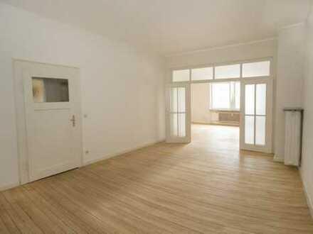 Modernisierte 6-Zimmer-Wohnung mit Balkon in Landau