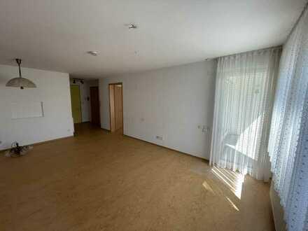 Gepflegte 2-Raum-Wohnung für Senioren und Behinderte mit Balkon und Einbauküche in Urbach
