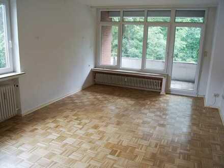 CENTURY21: 2 Zimmer Wohnung mit Balkon im Stadtsüden