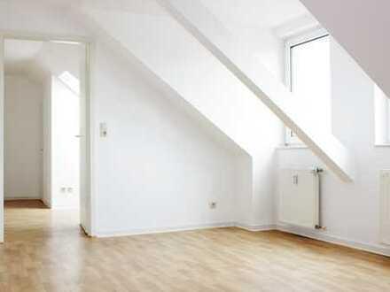 *Idyllisch und doch citynah*Traumhafte 2-Zimmer-Dachgeschosswohnung in Böhlen* / EBK möglich ***