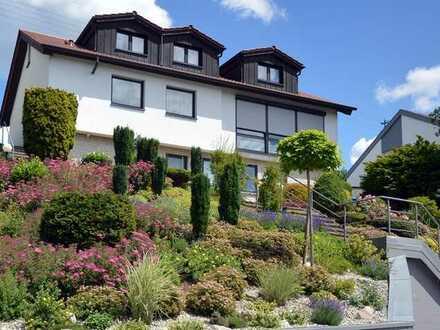 Extravagantes Einfamilienhaus mit Einliegerwohnung in bevorzugter Wohnlage