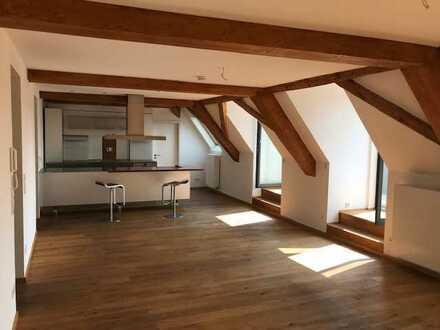 Luxuriöse Dachgeschosswohnung sucht neue Bewohner