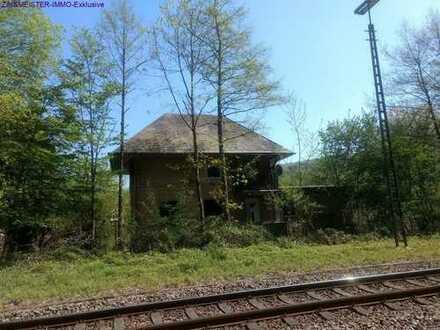 Freistehendes Wochenendhaus aus Sandstein direkt nutzbar - Alleinlage