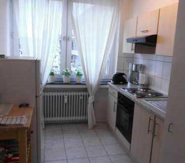 Nähe Uni. Schöne 1Zi.-Wohnung, Wannenbad m. F., sep. Küche mit moderner EBK und Balkon.