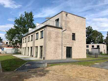 Neubau/Erstbezug 5-Zi. Reihenmittelhaus, Carport, Hamburg Billstedt (Kirchsteinbek), ruhige Wohnlage