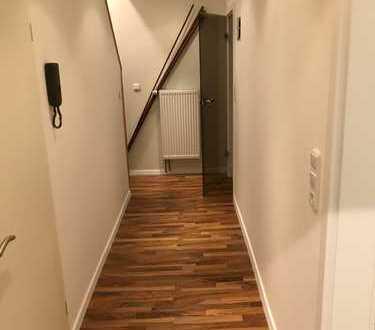 Vollständig renovierte 4-Zimmer-Wohnung mit Balkon und Einbauküche in Bremen