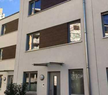 Sonniges 5-Zimmer-Stadthaus in Top-Lage (Mitte/Kreuzberg) ab sofort oder später, befristet bis 2021