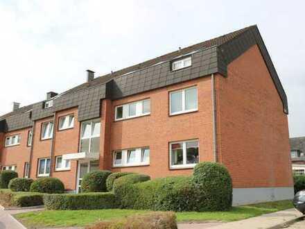 Neustadt: Attraktive 3-Zimmer-Dachgeschoß-Wohnung mit Balkon - in zentraler, ruhiger Lage