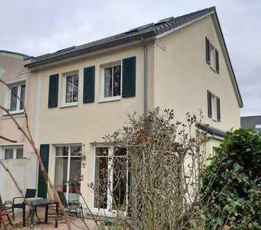 Neuwertiges Einfamilienreihenendhaus mit Garten in ruhiger und bevorzugter Wohnlage von Oberneuland