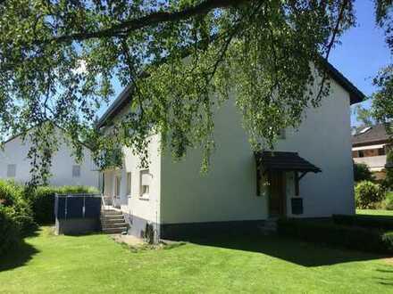 Schönes, geräumiges Haus mit sieben Zimmern in Erlangen, Dechsendorf