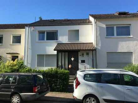 Schönes Haus mit sechs Zimmern in Darmstadt, Eberstadt