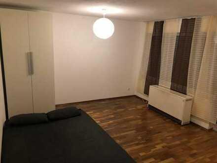 Schönes und Möbeliertes 20qm Zimmer in 4er WG
