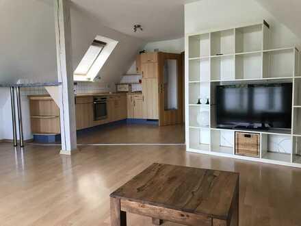 Möblierte, charmante Dachgeschosswohnung mit drei Zimmern sowie Balkon in Memmingerberg