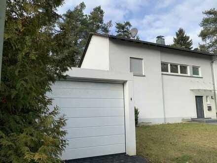 Schönes, geräumiges Haus mit acht Zimmern in Karlsruhe, Waldstadt