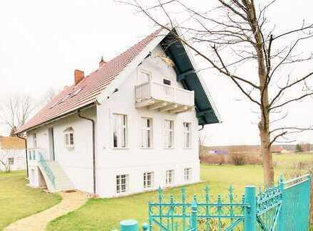 Gründerzeitvilla bei herrlichem Wiesen- und repräsentativem Seeblick, mit Nebengebäuden