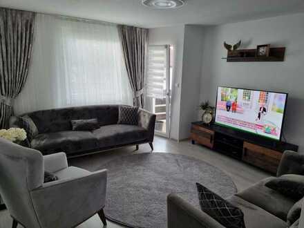 Kernsanierte 3-Zimmer-Wohnung mit EBK und Außenstellplatz