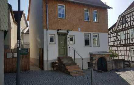 Schönes Haus im historischen Burgbereich von Schloss Lichtenberg
