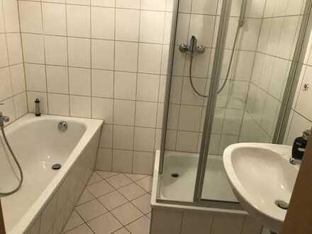 Crimmitschau, sehr gepflegtes Haus, 2-Zi.-Whg. mit Wanne UND Dusche