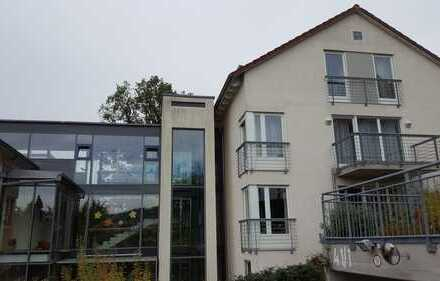 Neuwertige 3-Zimmer-Maisonette-Wohnung mit Balkon und Einbauküche in Herrenberg
