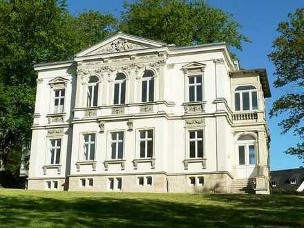 Großzügige 3-Zimmer-Maisonette-Wohnung mit Wintergarten in denkmalgeschützter Villa