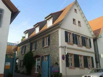 1. OG - Helle großzügige Wohnung mit Küche in Eberstadt