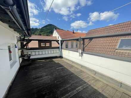 Möblierte 2,5-Zimmer-Dachgeschosswohnung an der Hauptstraße in Lambrecht mit Dachterrasse