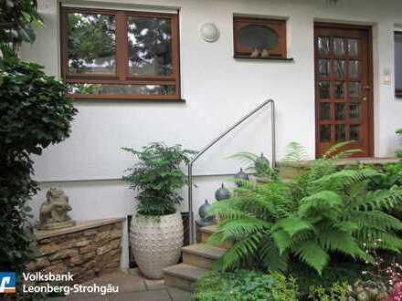 *** Charmante Doppelhaushälfte mit schöner Aussicht und liebevoll angelegtem Garten!***