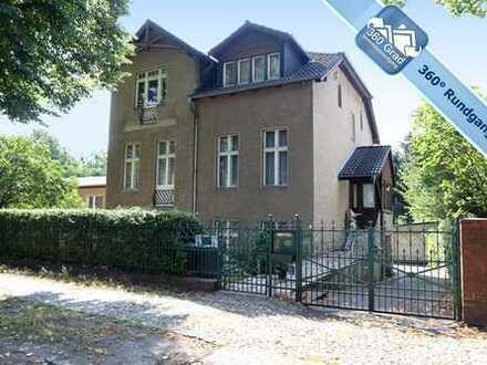 Sanierungsbedürftiges, großes Einfamilienhaus mit 3 Wohnebenen in Schöneiche bei Berlin