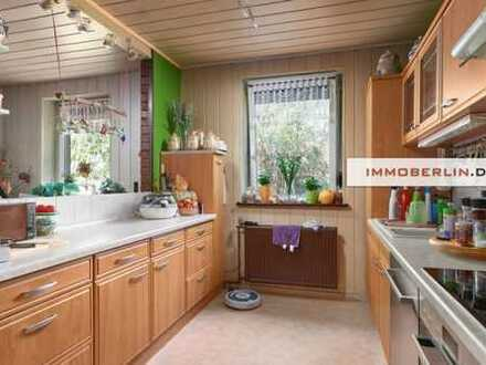 IMMOBERLIN: Wohlfühllage! Einfamilienhaus auf imposantem Grundstück