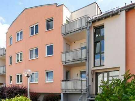 FREIBERG - Zentrum: Gemütliche 1 - Raum Wohnung mit separatem Kochbereich, Tageslichtbad und Balkon