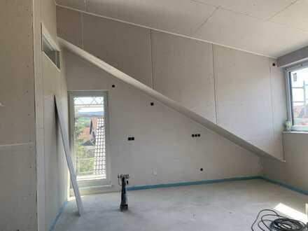Erstbezug: Exklusive 2-Zimmer-DG-Wohnung mit EBK und Balkon in Karlsbad Ittersbach