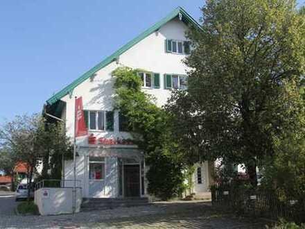 Erstbezug nach Sanierung: 4-Zimmer-Wohnung mit großer Wohnküche und Balkon, 130 m²