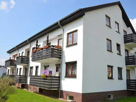 Langenbogen: Tolle 2-Zi.-Wohnung mit Balkon mit Einbauküche